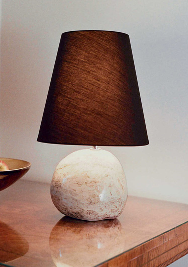 Single b&w stone lamp (c.24cm x 19cm)